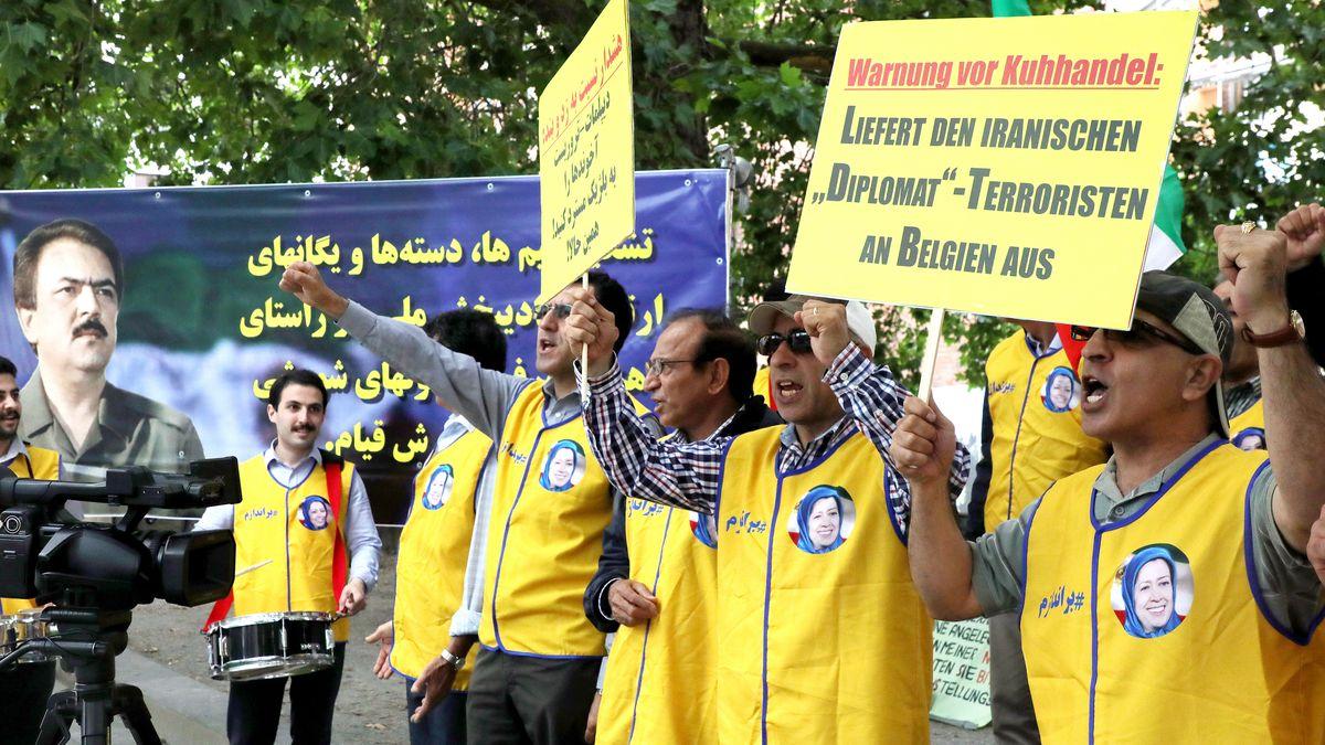 Archivfoto: Iranische Oppositionsmitglieder demonstrieren und fordern damals (18. Juli 2018) bereits die Festnahme von Assadollah A.