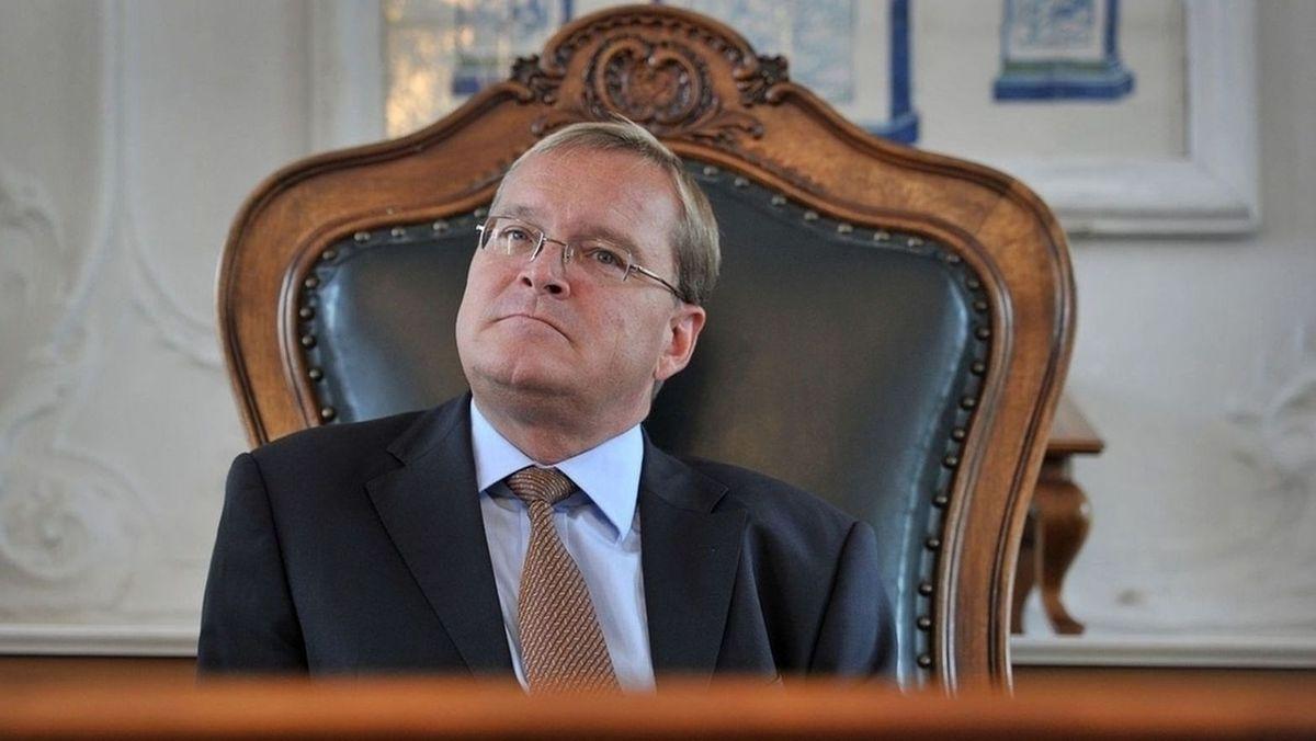 Bambergs Oberbürgermeister Andreas Starke (SPD) sitzt auf einem Stuhl.