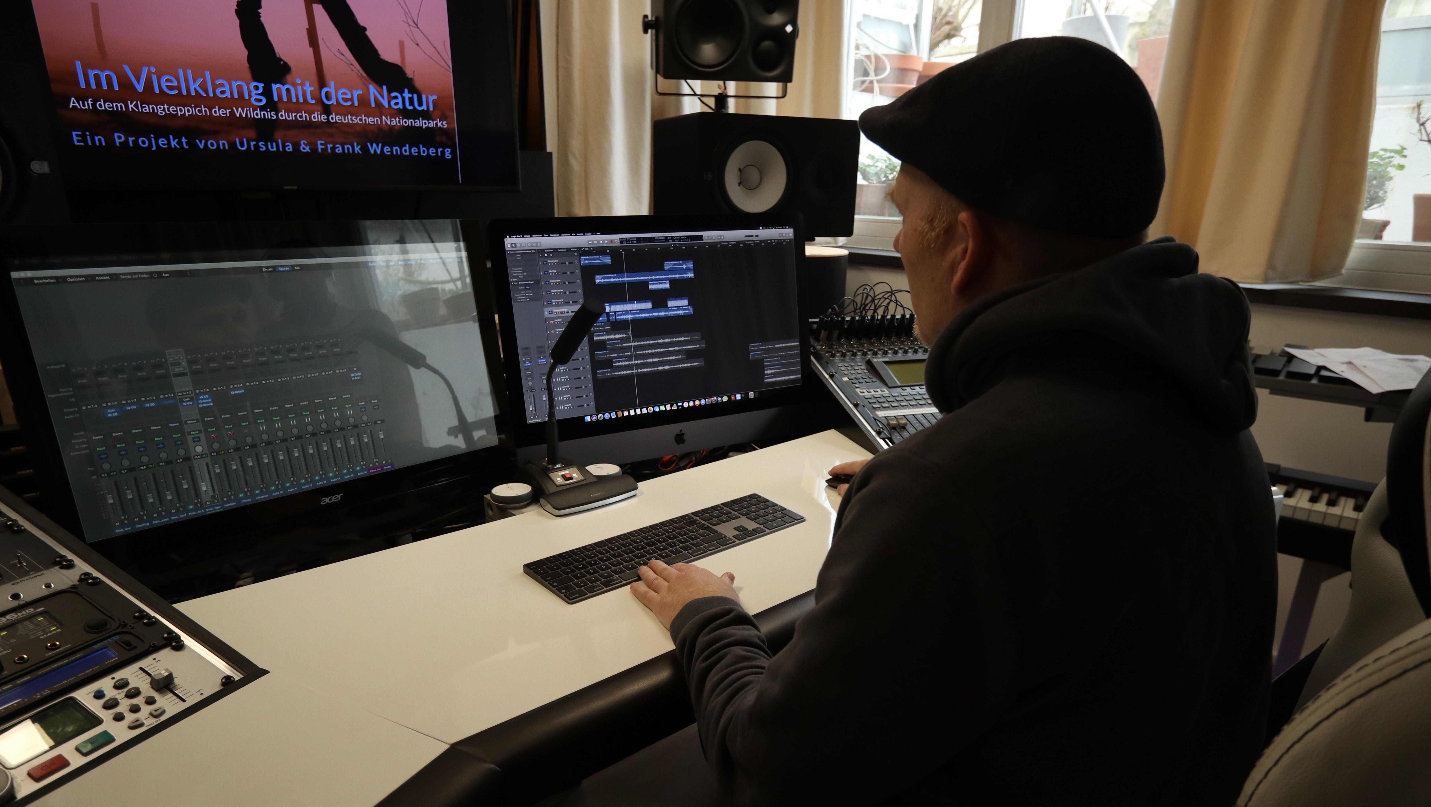 Frank Wendeberg in seinem Tonstudio.