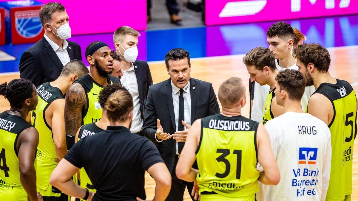 Headcoach Raoul Korner und sein Team in einer Auszeit