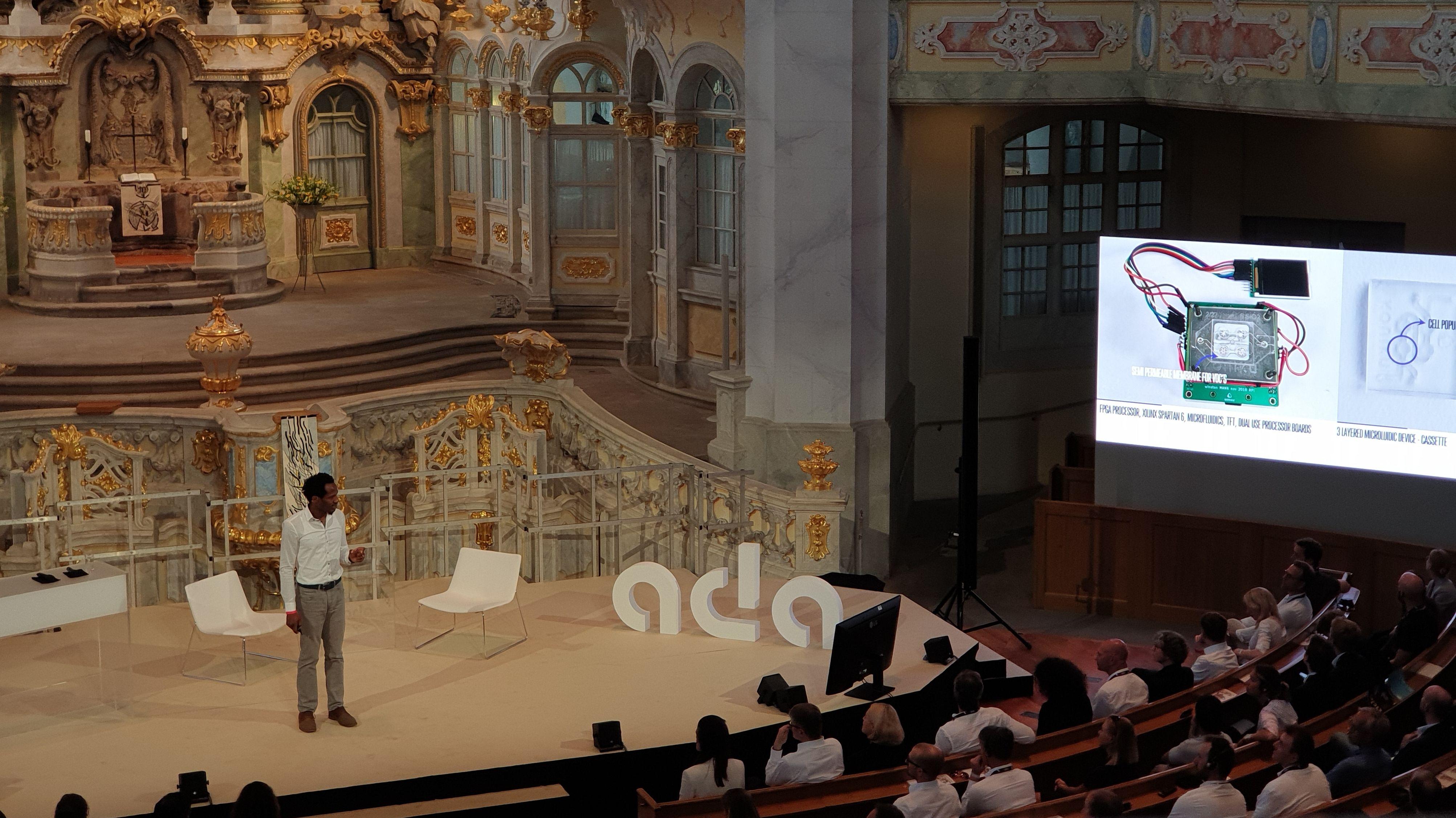 Neurowissenschaftler Osh Agabi bei seinem Vortrag in der Dresdner Frauenkirche
