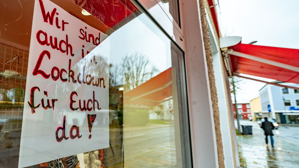 Schaufenster eines Modegeschäfts in Pfarrkirchen (Lkr. Rottal-Inn)