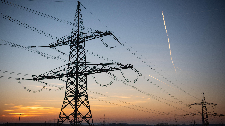 Stromleitung bei Bergrheinfeld/Bayern