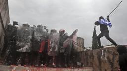 Gewalt in Athen: Grund ist der Namensstreit mit Nord-Mazedonien   Bild:dpa-Bildfunk/Yorgos Karahalis