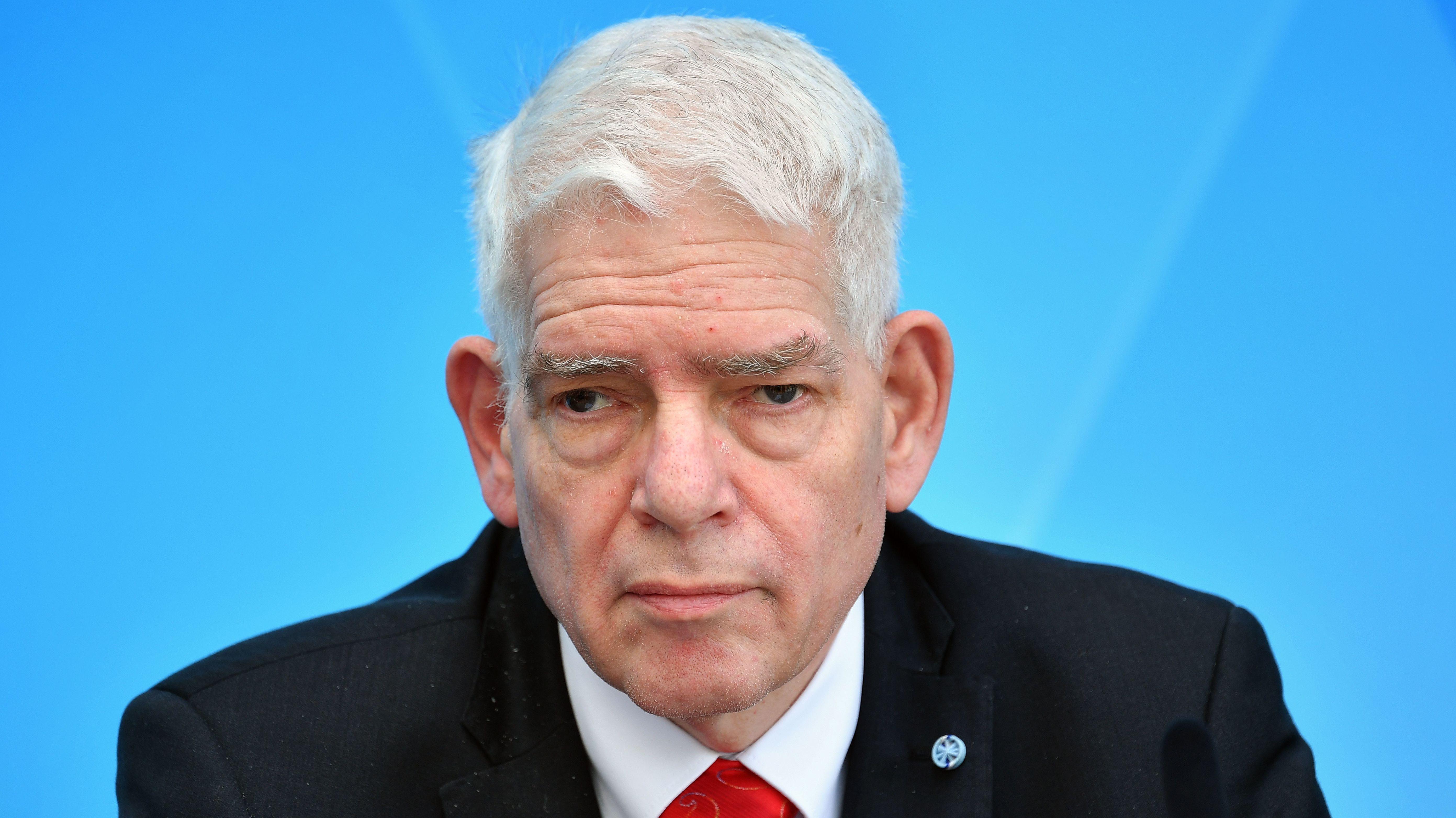 Josef Schuster, bei einer Pressekonferenz in München, Anfang Mai.