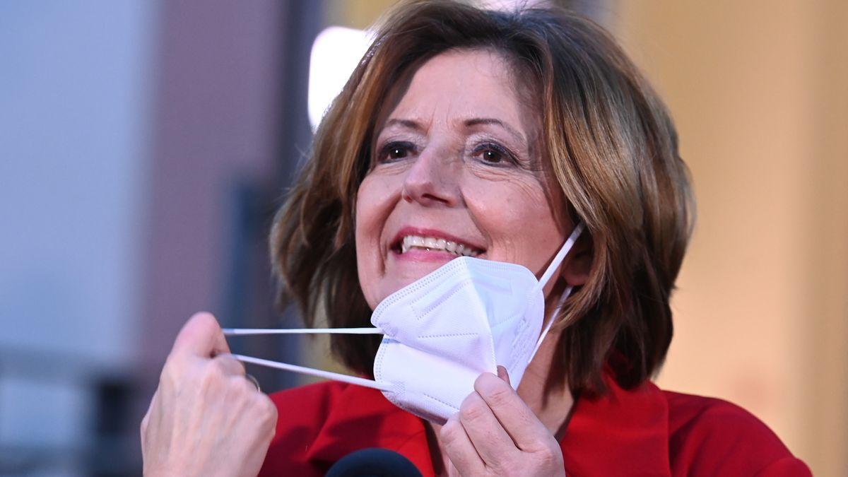Malu Dreyer, die alte und neue Ministerpräsidentin von Rheinland-Pfalz, freut sich über den Wahlsieg