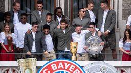 FC Bayern auf dem Münchner Rathausbalkon | Bild:picture-alliance/dpa