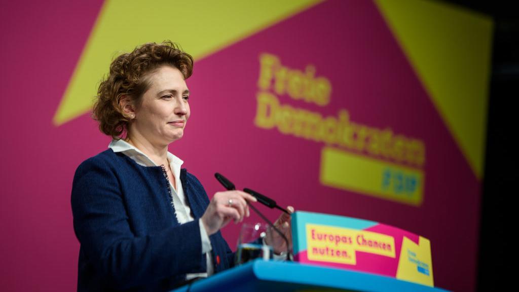 Berlin: Nicola Beer, Generalsekretärin der FDP, spricht während des Europaparteitag der FDP