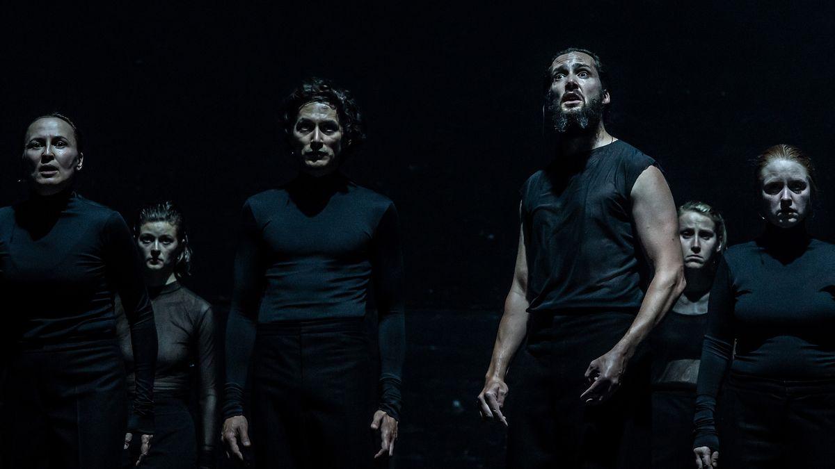 """Schauspieler in der Düsternis: """"Das Erdbeben in Chili"""" am Residenztheater München"""