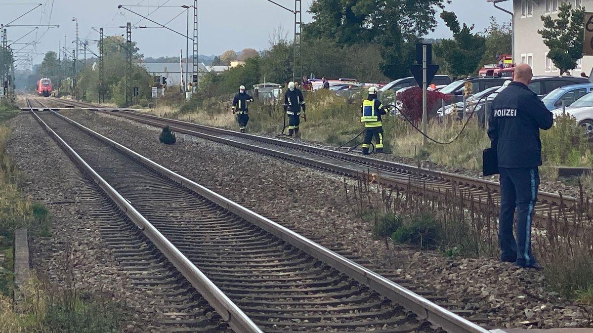 Die Polizei ermittelt an den Gleisen in Bruckberg