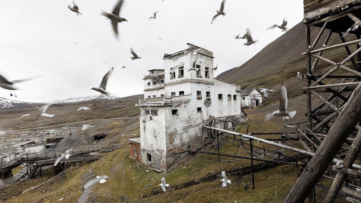 Drehort für einen Film, den es noch nicht gibt - Die verlassene Bergbaustadt Pyramiden auf Spitzbergen, fotografiert von Jonathan D. Kielkowski.