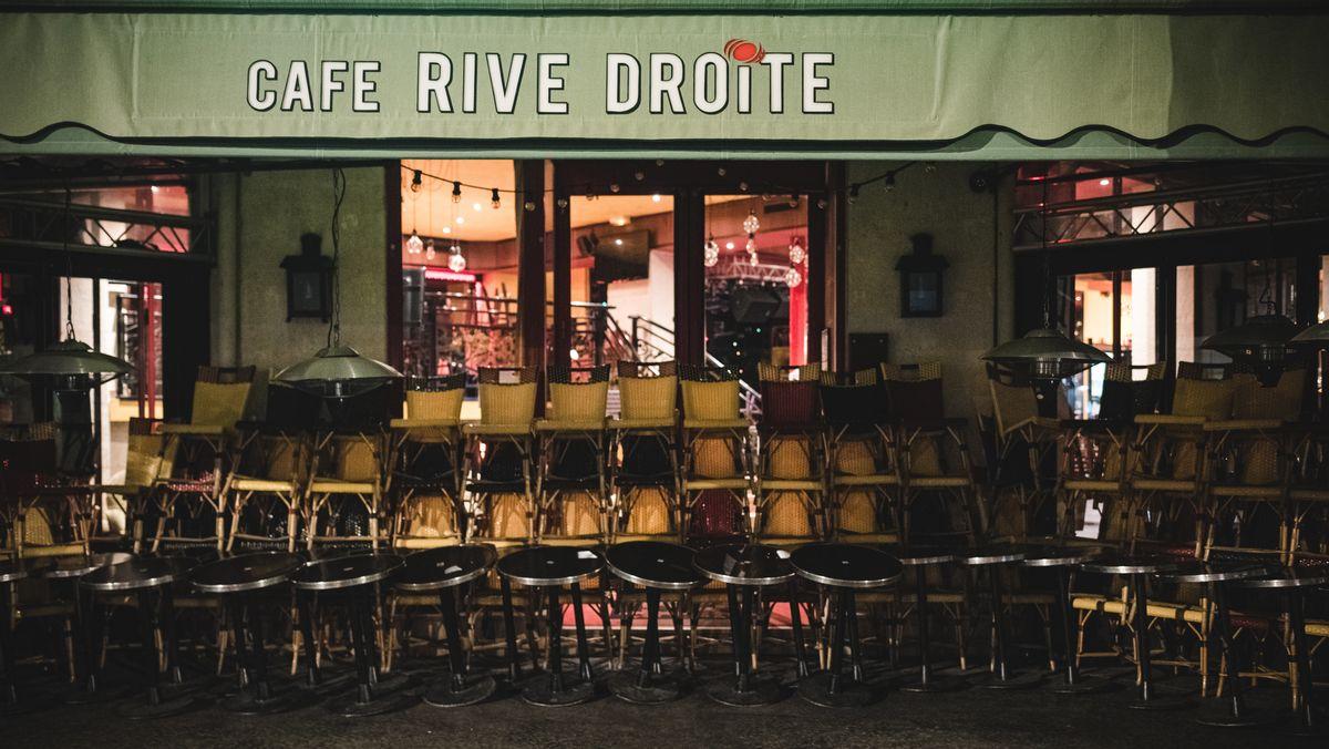 Sperrstunde in Pariser Café wegen Corona-Beschränkungen