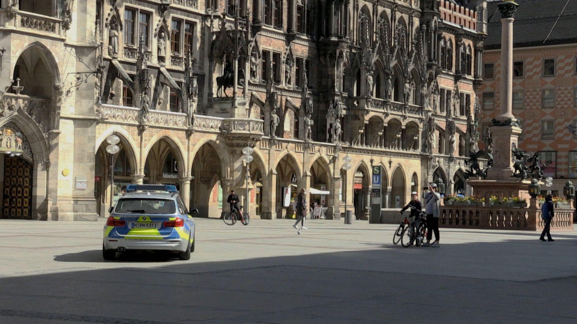 Polizeiwagen auf Münchner Marienplatz