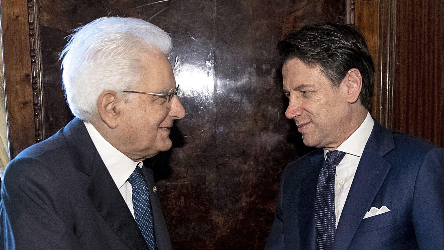 Premierminister Giuseppe Conte (rechts) und Präsident Sergio Mattarella (links)