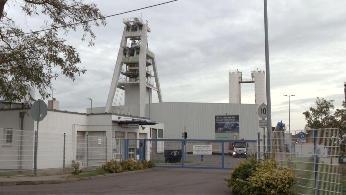 Bei einem Unglück in der Grube Teutschenthal in Sachsen-Anhalt sind zwei Menschen verletzt worden.