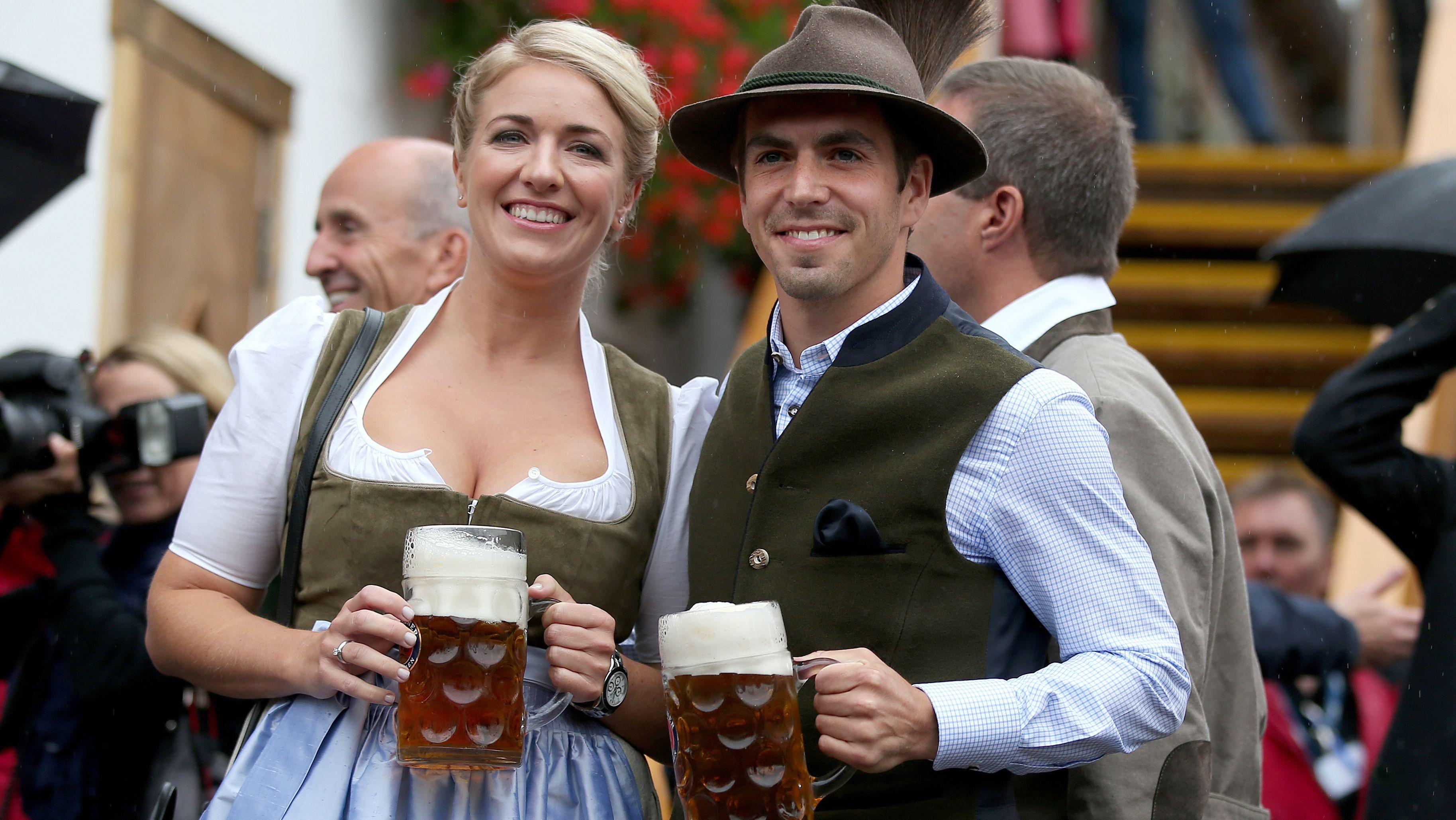 Archivbild: Philipp Lahm mit Ehefrau Claudia auf dem Oktoberfest