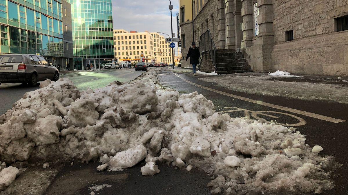 In Würzburg sind viele Radwege noch immer mit Schnee und Eis bedeckt.