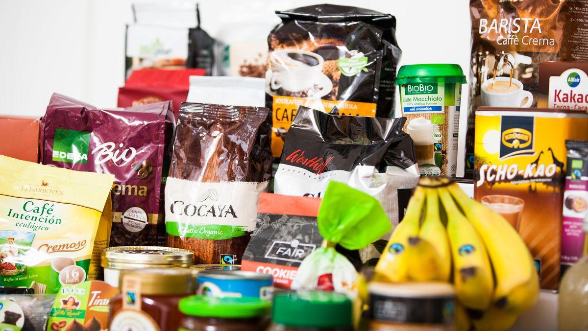 Eine Auswahl verschiedener Fairtrade-Produkte