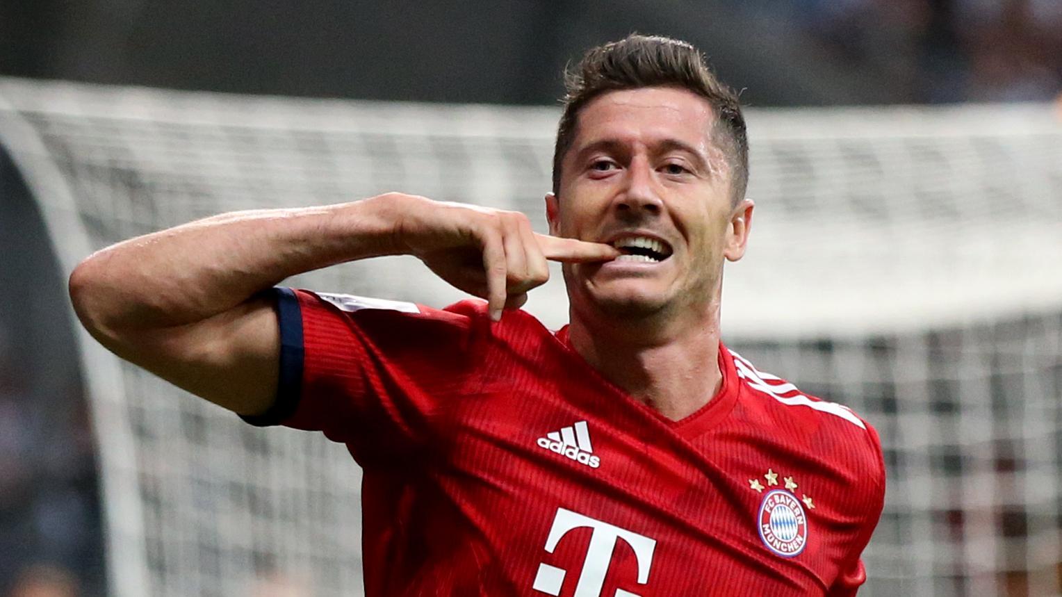 Robert Lewandowski jubelt nach einem Tor im Supercup-Finale gegen Frankfurt