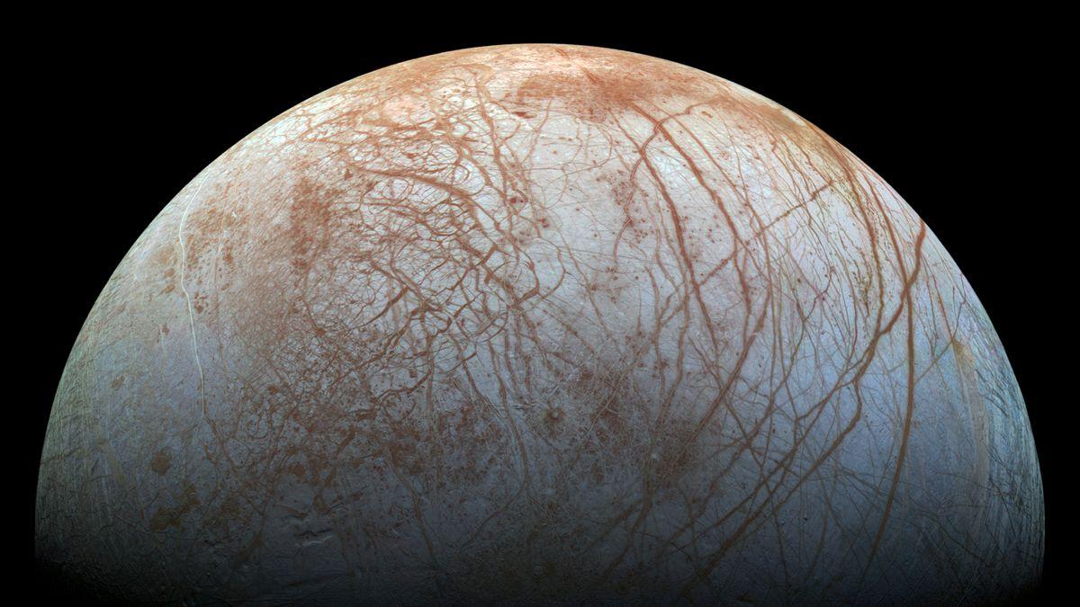 Dieses Bild des Jupitermondes Europa basiert auf Aufnahmen mit der NASA-Sonde Galileo aus den 1990er Jahren. Sie zeigt die eisige Oberfläche des Mondes.