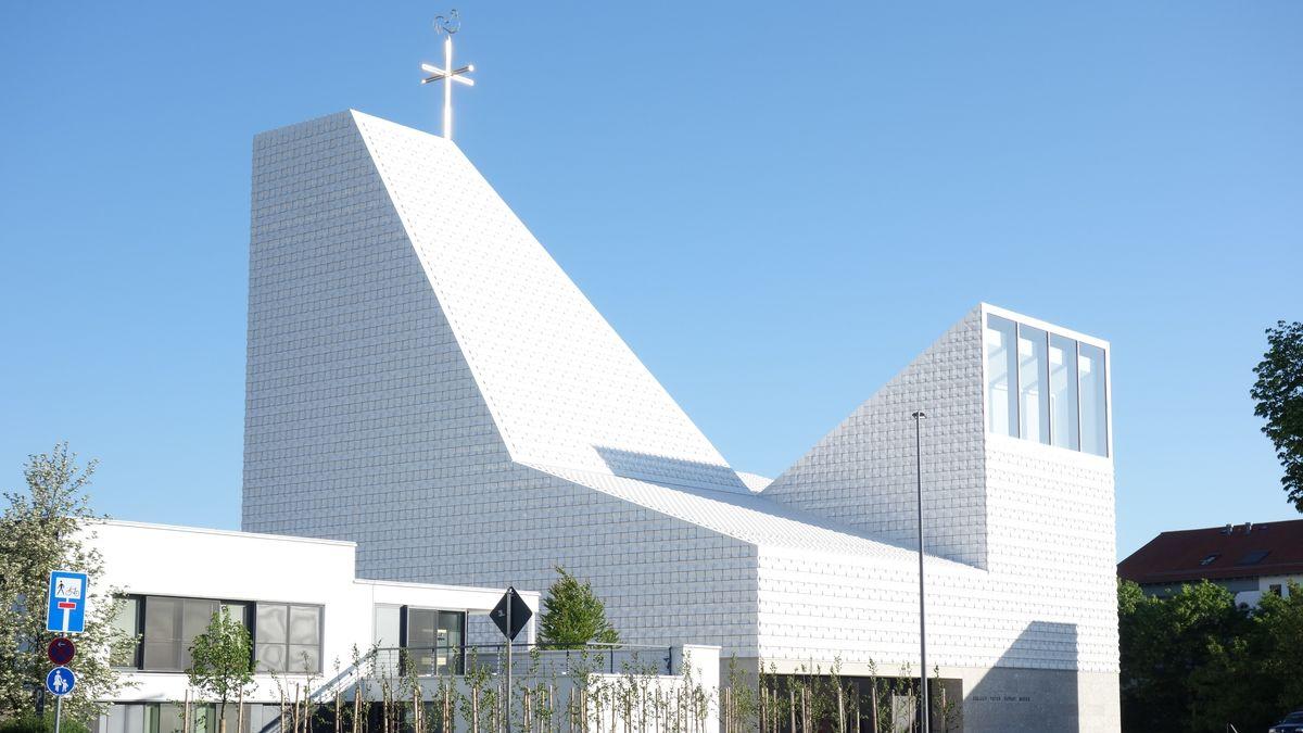 Neubau der katholischen Pfarrkirche Seliger Pater Rupert Mayer in Poing
