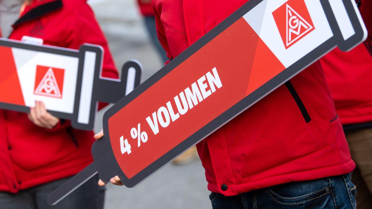 Symbolbild: IG Metaller streiken