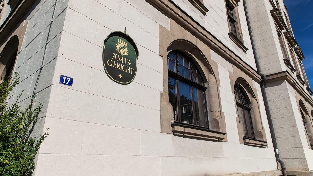 Das Amtsgericht in Deggendorf von außen