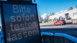 Wegen massiver Corona-Infektionszahlen in Tschechien und der Grenzregion haben bayerische Landkreise entlang der Grenze strenge Regeln erlassen | Bild:picture alliance/dpa | Nicolas Armer