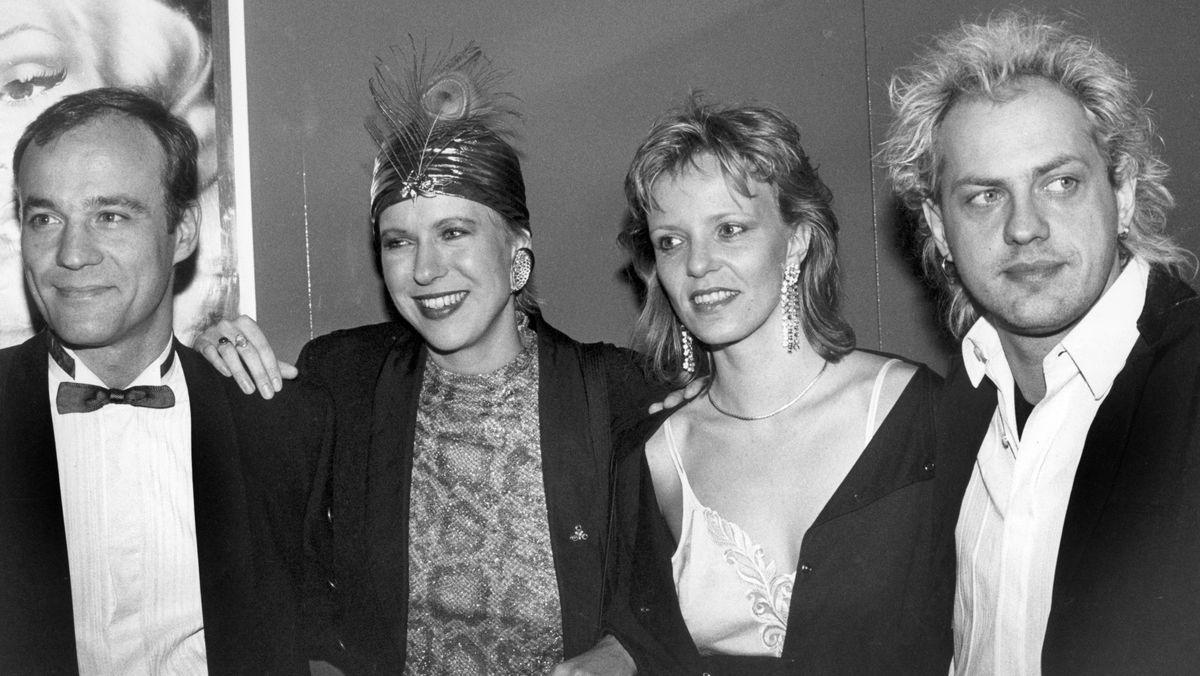 Schwarz-weiß-Foto: V.l.n.r.: Schauspieler Heiner Lauterbach, Regisseurin Doris Dörrie, Schauspielerin Kriener und Schauspieler Uwe Ochsenknecht im Jahr 1986.
