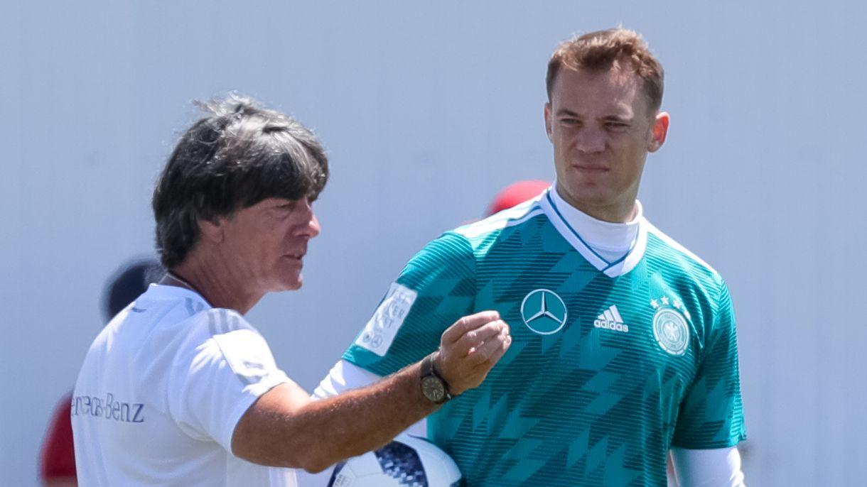 Bundestrainer Joachim Löw mit Manuel Neuer
