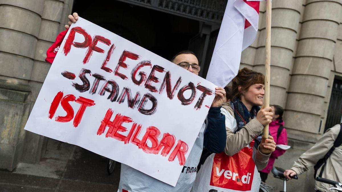 """""""Pflegenotstand ist heilbar"""" - Protest gegen Bezahlung und Bedingungen in der Pflege"""