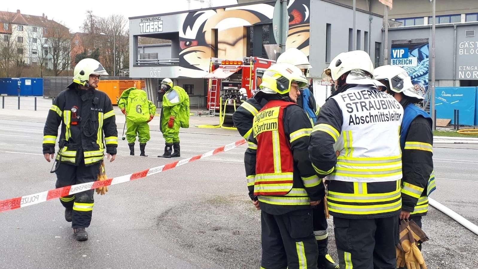 Die Anwohner rund um das Straubinger Eisstadion müssen jetzt evakuiert werden - die Vorbereitungen hierzu laufen.