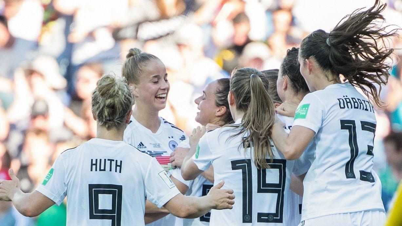 Jubelnde DFB-Frauen