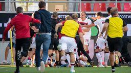 Der 1. FC Nürnberg jubelt nach dem Treffer zum 1:3   Bild:Picture alliance/dpa