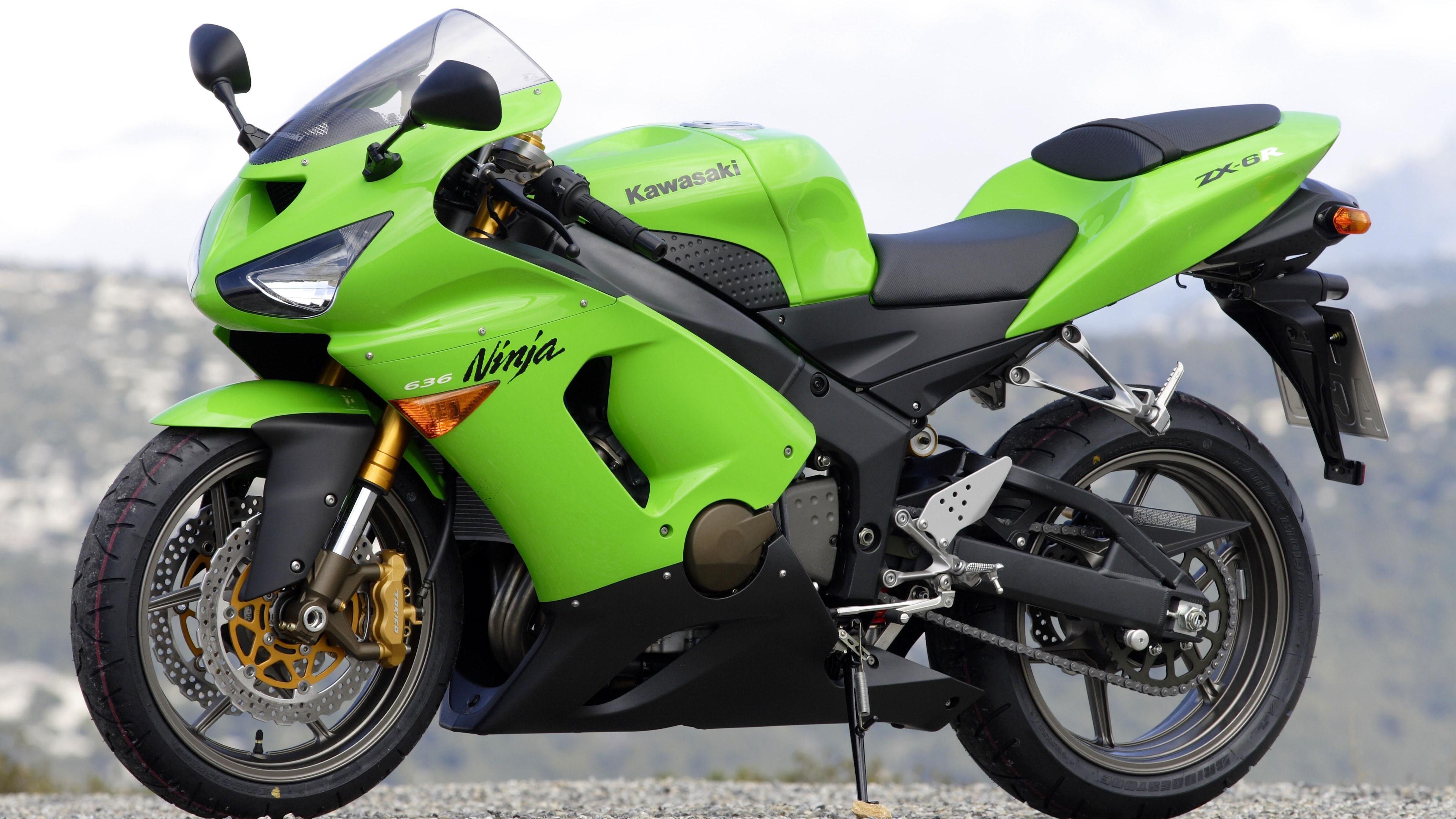 Auf einem ähnlichen Motorrad-Modell ist der Unbekannte geflohen