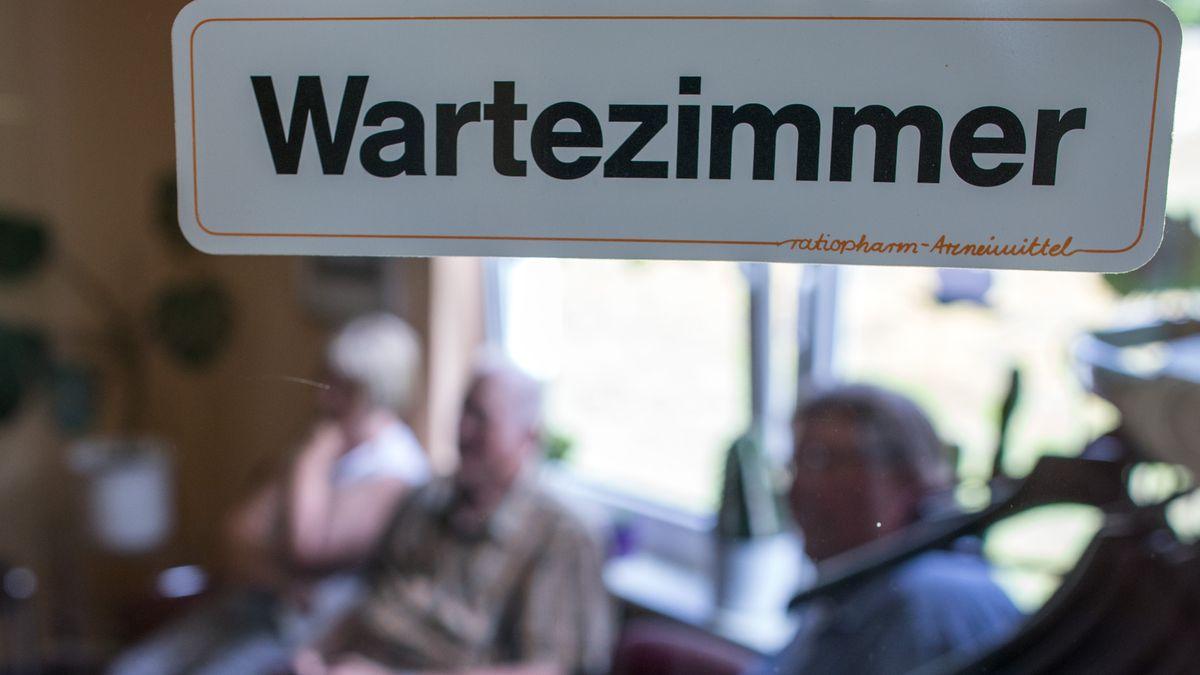 Wartezimmer mit Patienten