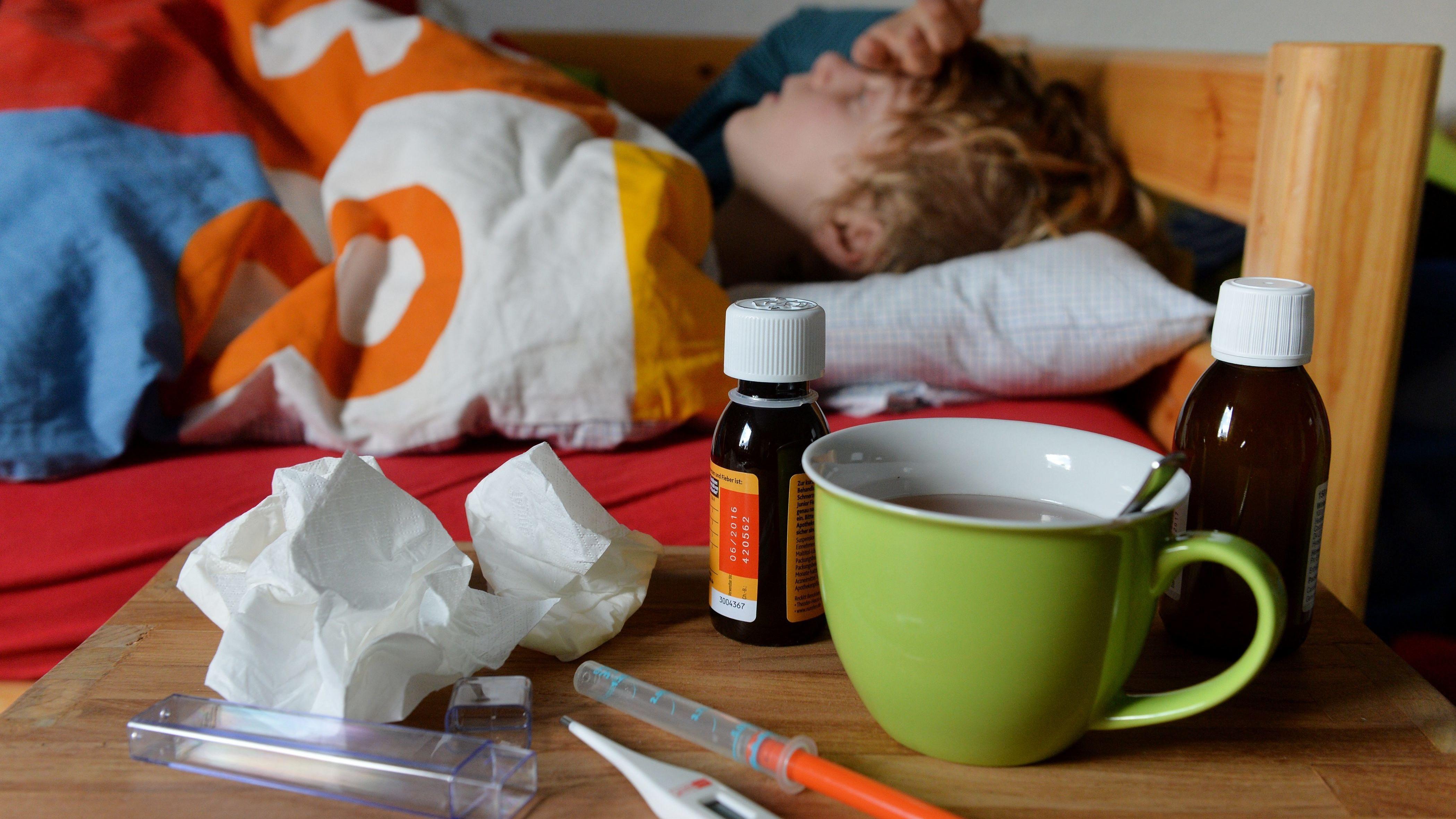 Symbolbild: Krankes Kind im Bett