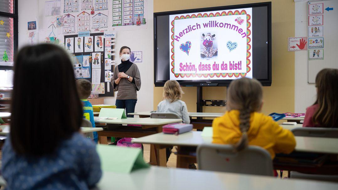 Geöffnete Grundschule in der Corona-Pandemie