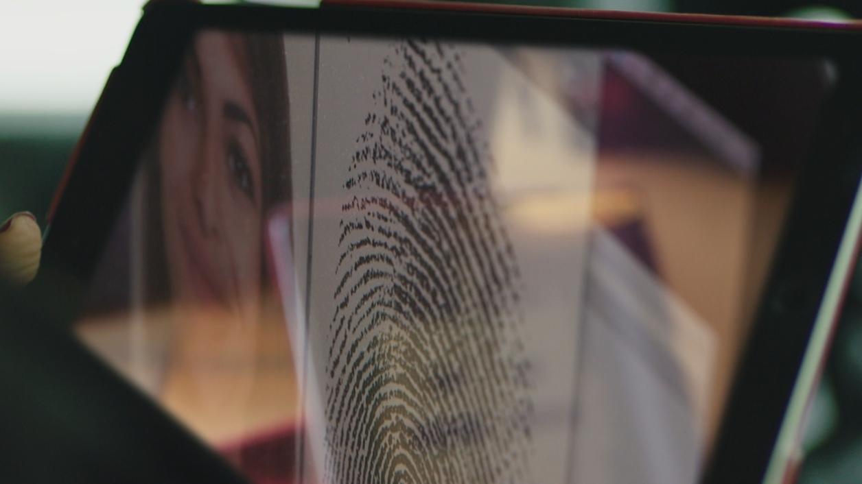 Cyber-Kriminelle hacken biometrische Daten wie Gesichtserkennung und Fingerabdruck
