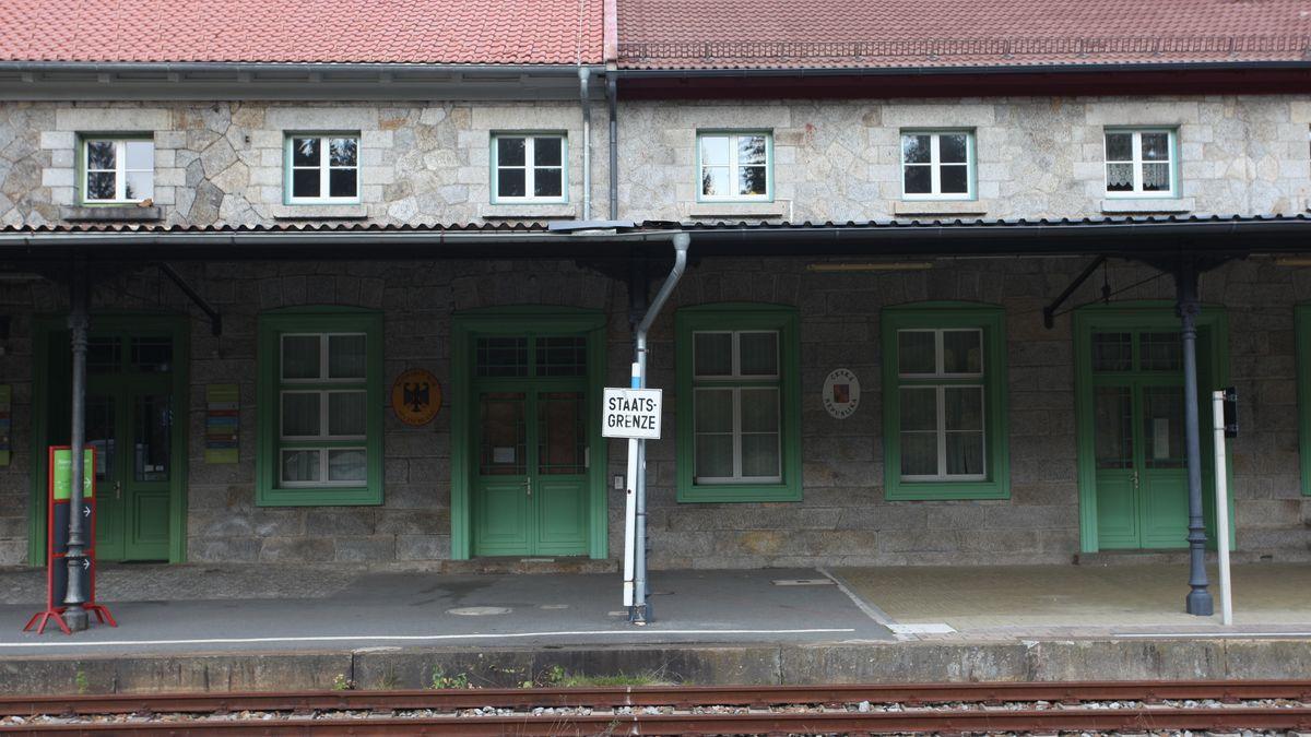 Die Grenze zwischen den Bahnhöfen