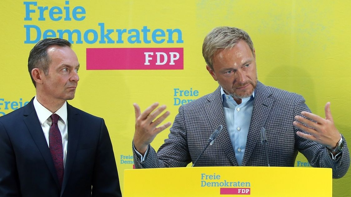Christian Lindner, FDP-Parteivorsitzender, stellt auf einer Pressekonferenz Volker Wissing (l.) als möglichen neuen Generalsekretär vor.