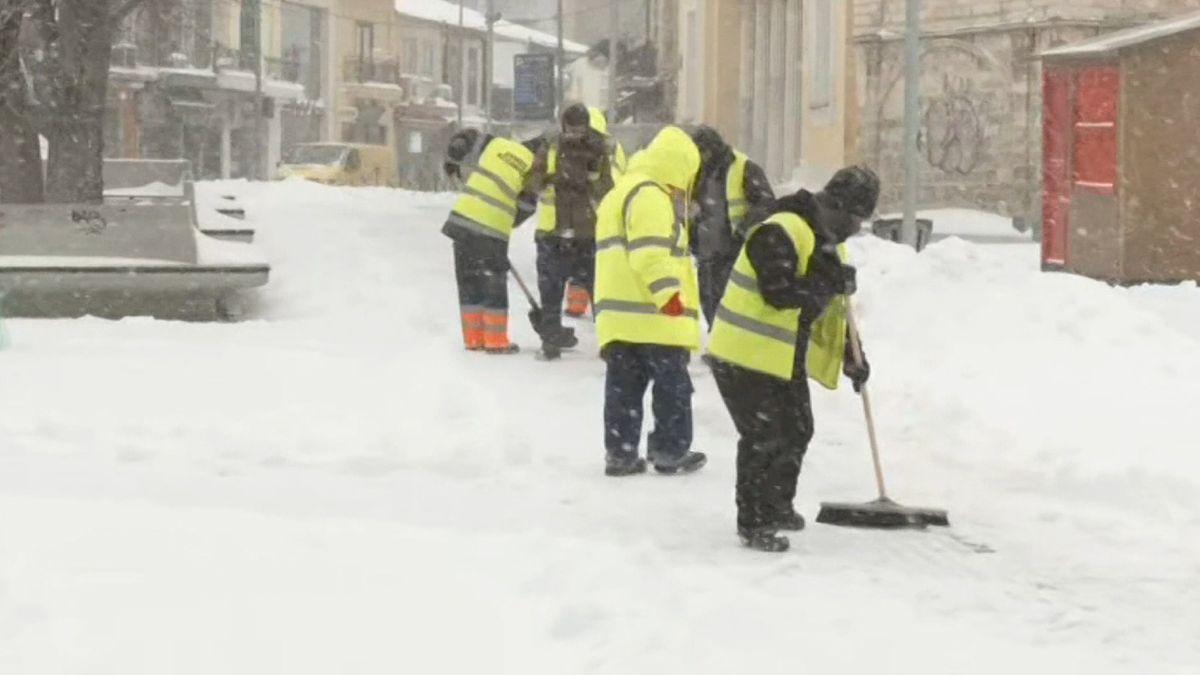 Wintereinbruch in der griechischen Hafenstadt Thessaloniki