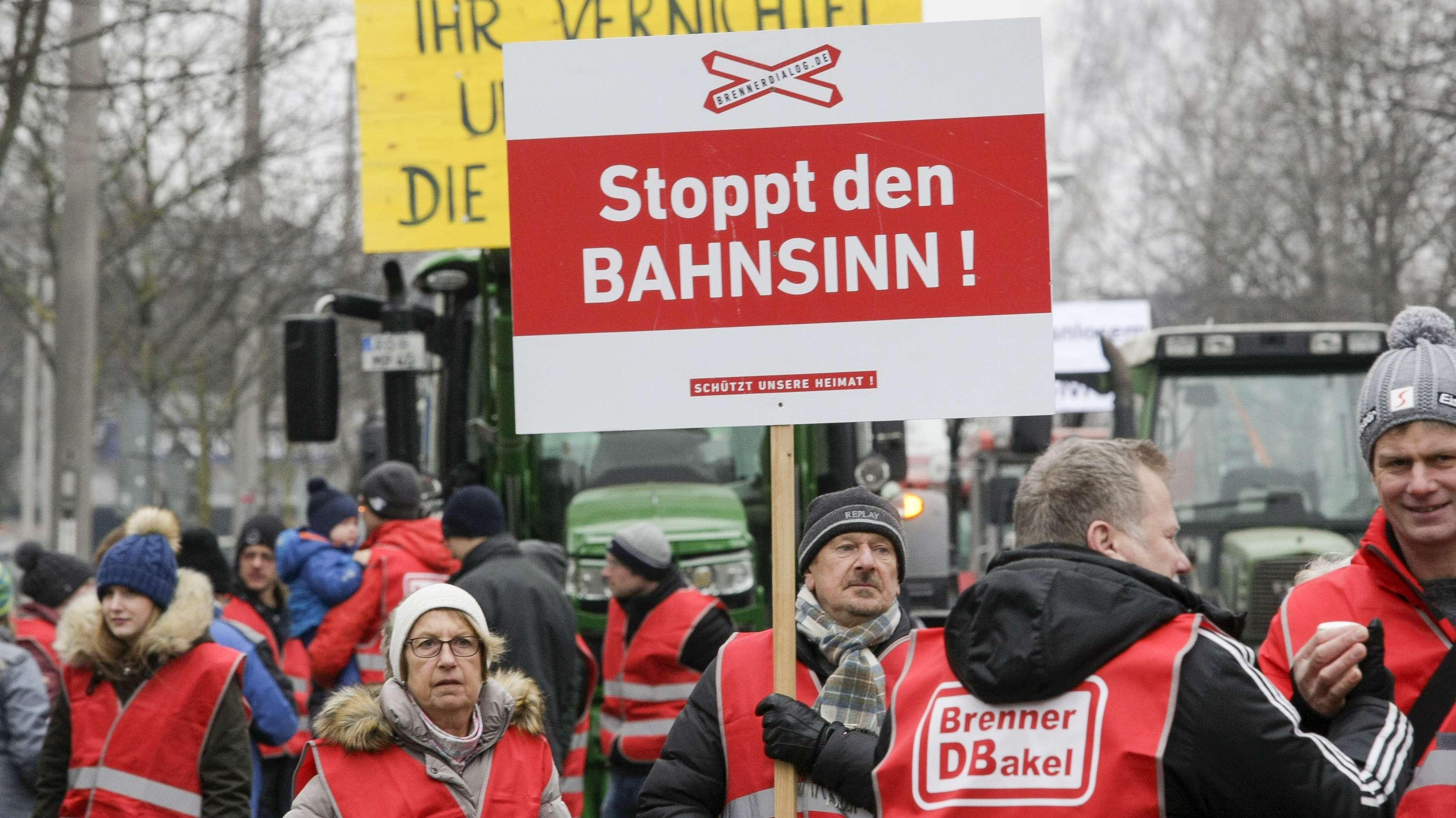Gegner des Brenner-Nordzulaufs demonstrieren am 21. Januar in Rosenheim.