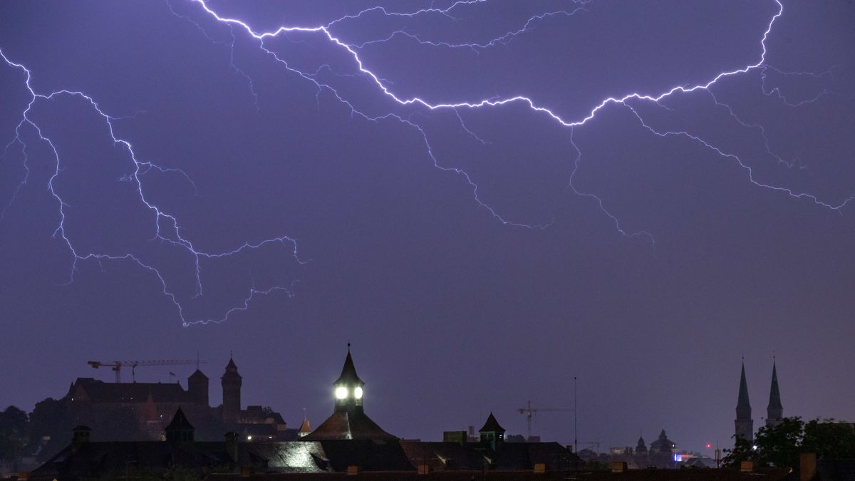 Blitze über Nürnberg am Samstag
