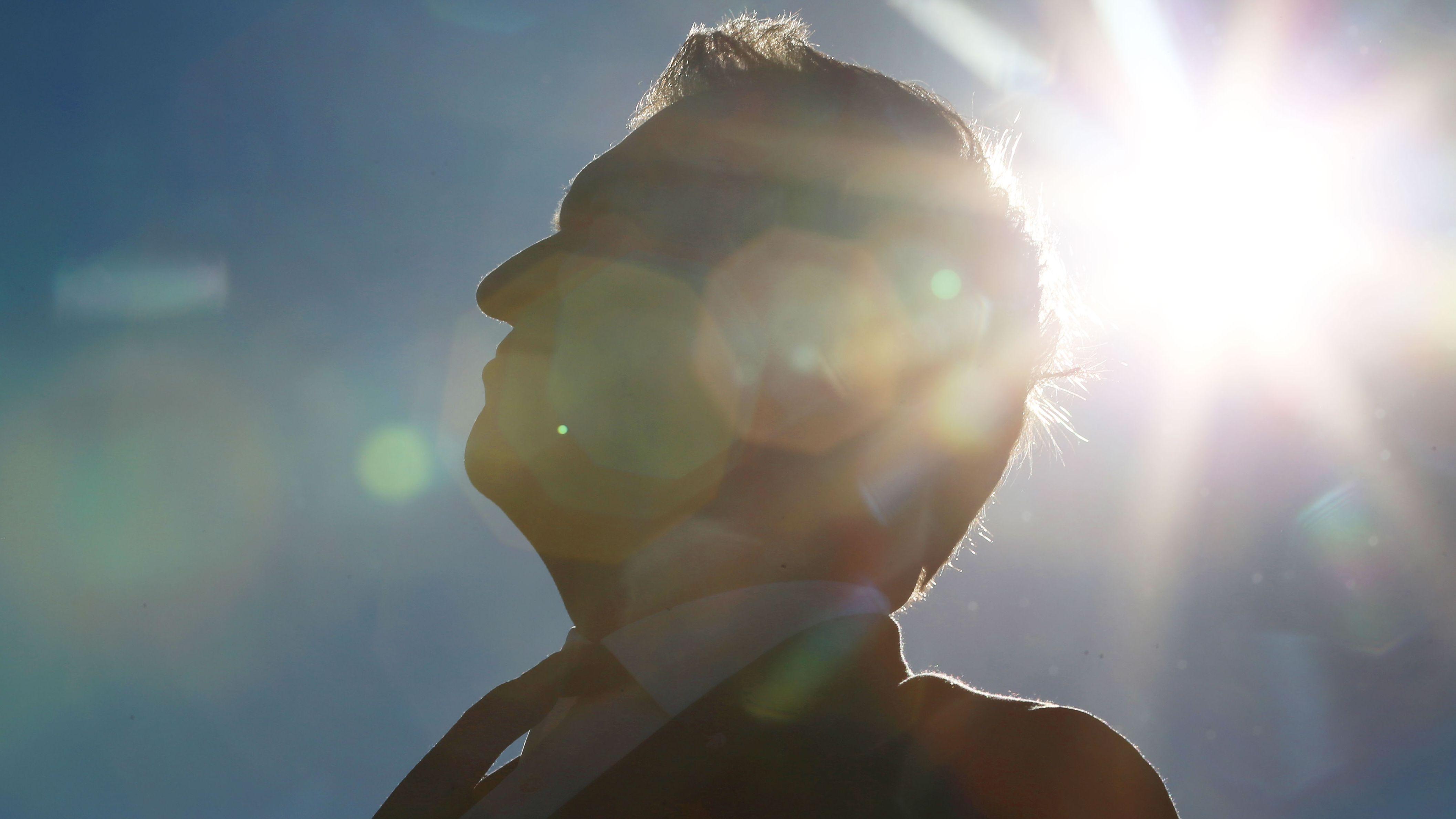 Ministerpräsident Markus Söder 2018 auf dem Allgäu Airport in der Sonne