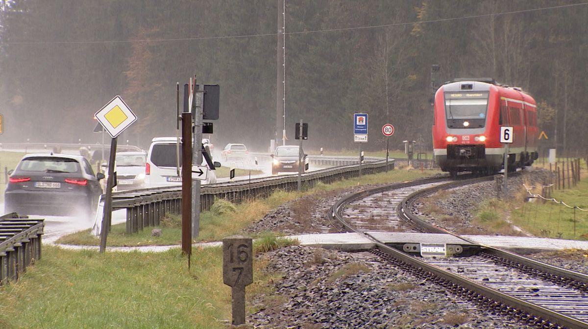 Bahnübergang in der Gemeinde Fischen.
