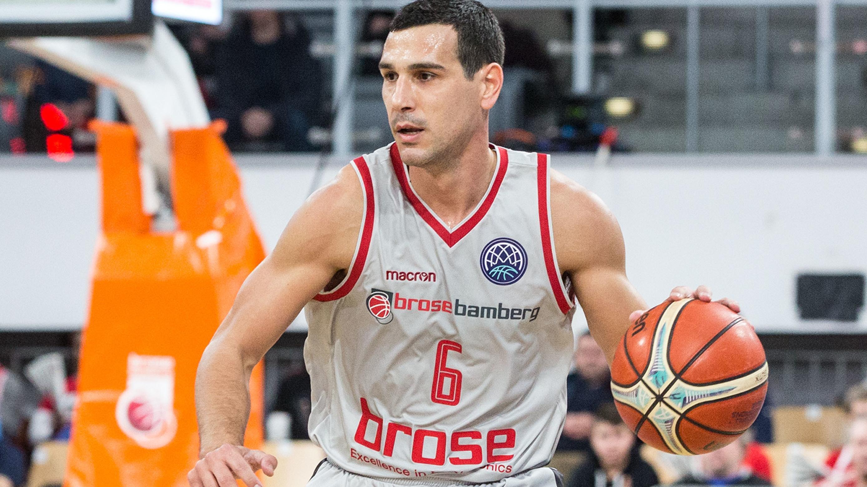 Nikolaos Zisis von Brose Bamberg im Spiel gegen AEK Athen
