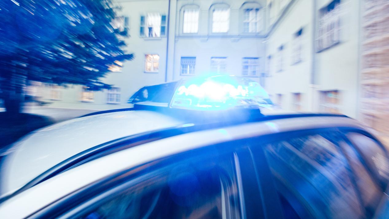 Auto der Münchner Polizei mit Blaulicht (Archivfoto)