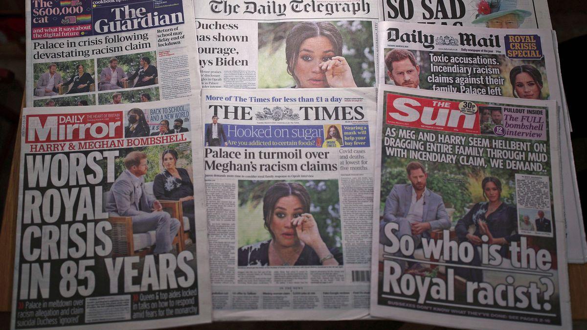 Blick auf die Titelseiten der Zeitungen
