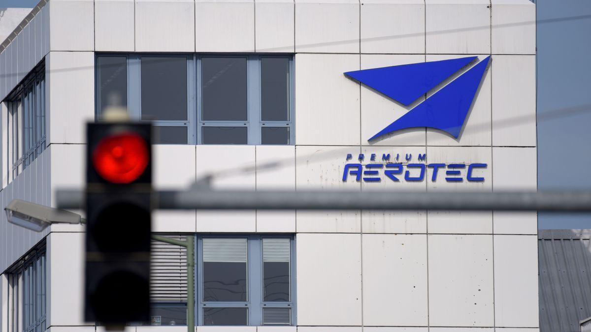 Premium Aerotec in Augsburg mit roter Ampel